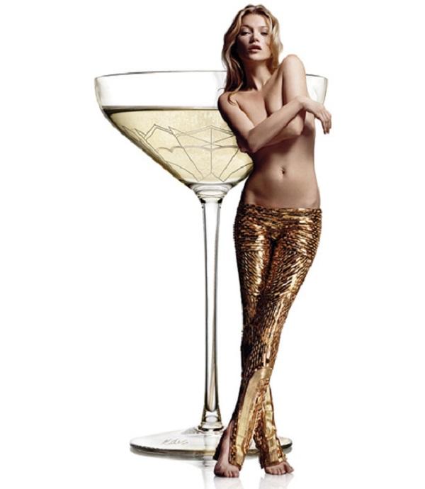 В Лондоне изготовили бокал по форме груди Кейт Мосс