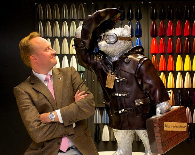 Медвежонок Паддингтон и главный дизайнер Rolls-Royce Motor Cars Джайлс Тейлор