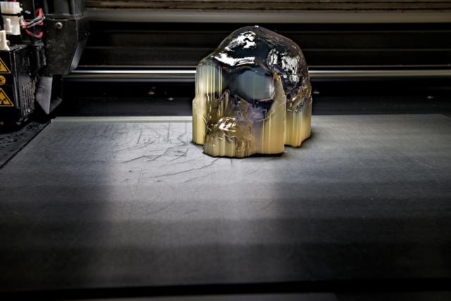 15 часов ушло на печать из полимеров копии черепа Homo habilis (Человека умелого), возраст которого, по подсчетам ученых, 1,9 миллиона лет. Государственная корпорация «Национальные музеи Кении», Институт по изучению бассейна озера Рудольф и компания Autodesk создали интернет-ресурс africanfossils.org для демонстрации знаменитых окаменелостей, обнаруженных в Восточной Африке. C сайта можно скачать файлы, необходимые для печати трехмерных копий находок.Череп оцифрован и распечатан компанией Autodesk.
