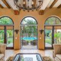 Майли Сайрус продает особняк родителей за $6 млн