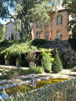 Замок на юге Франции за  млн