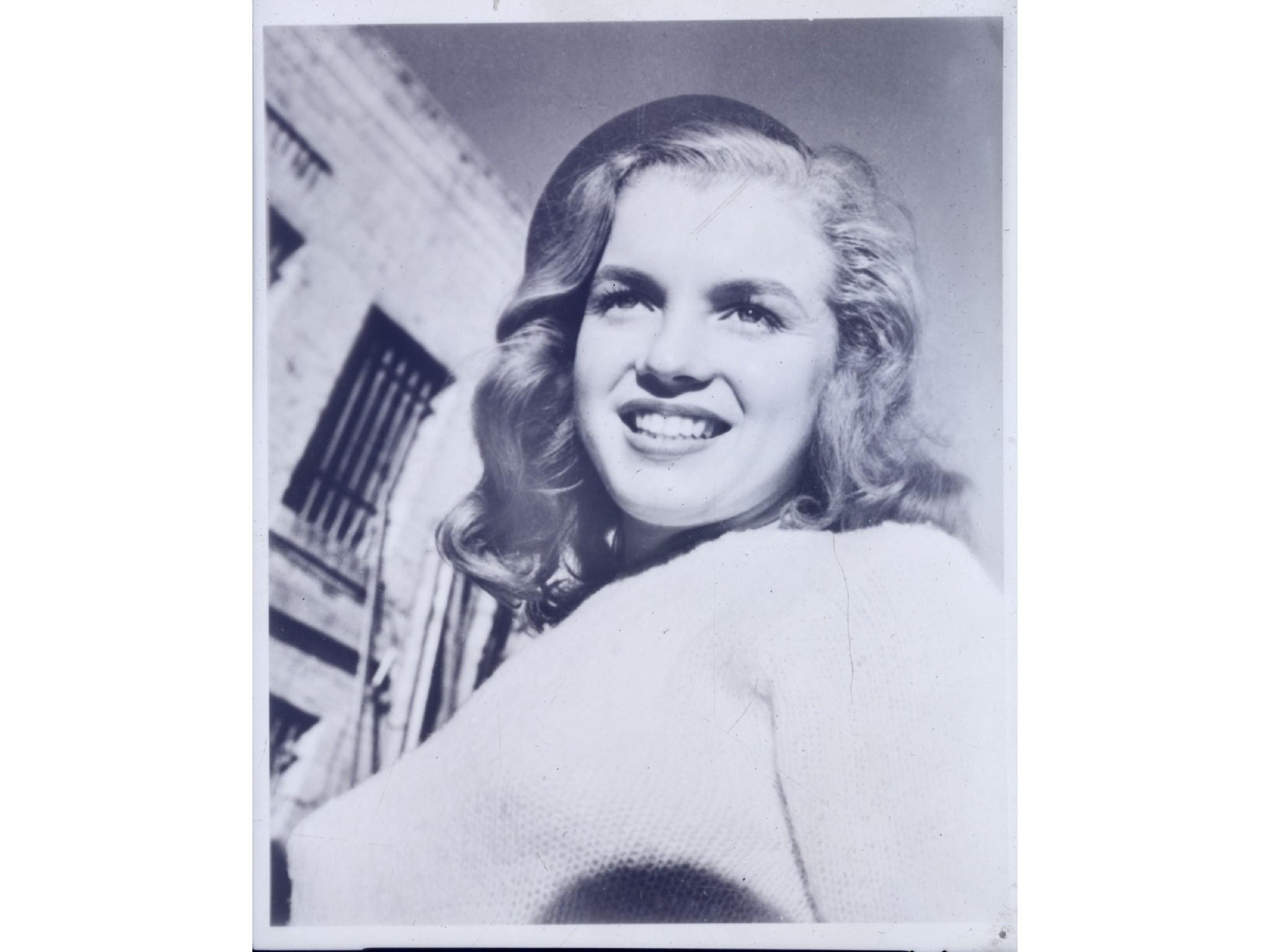 Оригинальная копия снимка первой профессиональной фотографии Мэрилин Монро. Фото: Henry Aldridge & Son The Devizes Auctioneers.