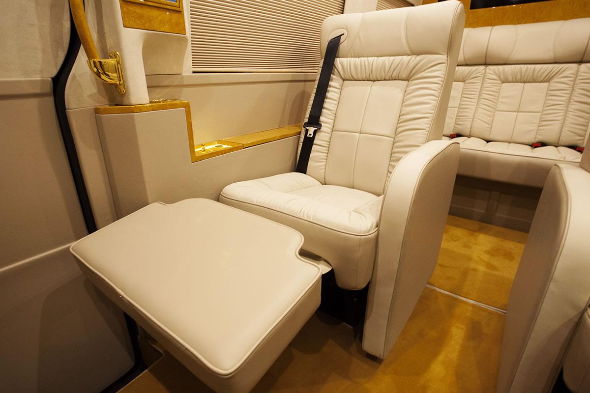 Mercedes Sprinter с золотым салоном от Lexani