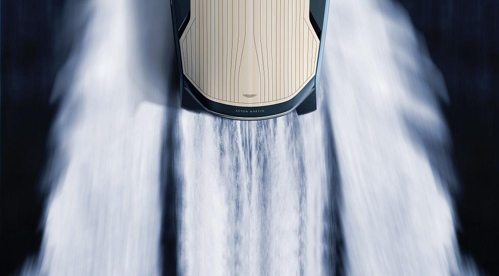 Бондовский катер Aston Martin 37
