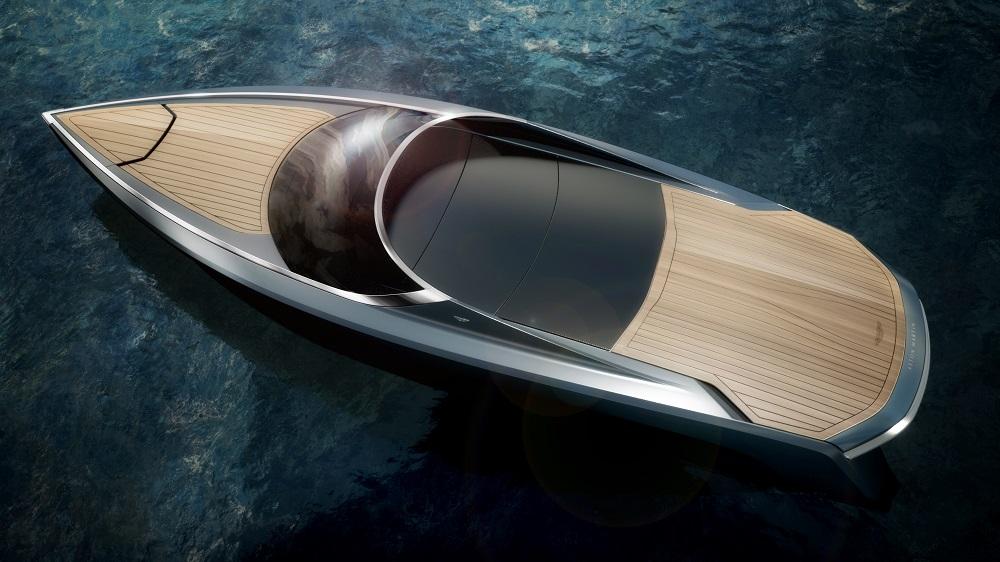 Aston Martin AM37 плывет в Дубай