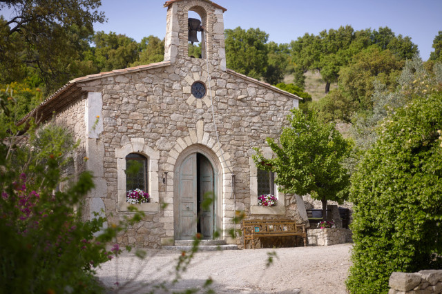 Джонни Депп продает деревушку во Франции