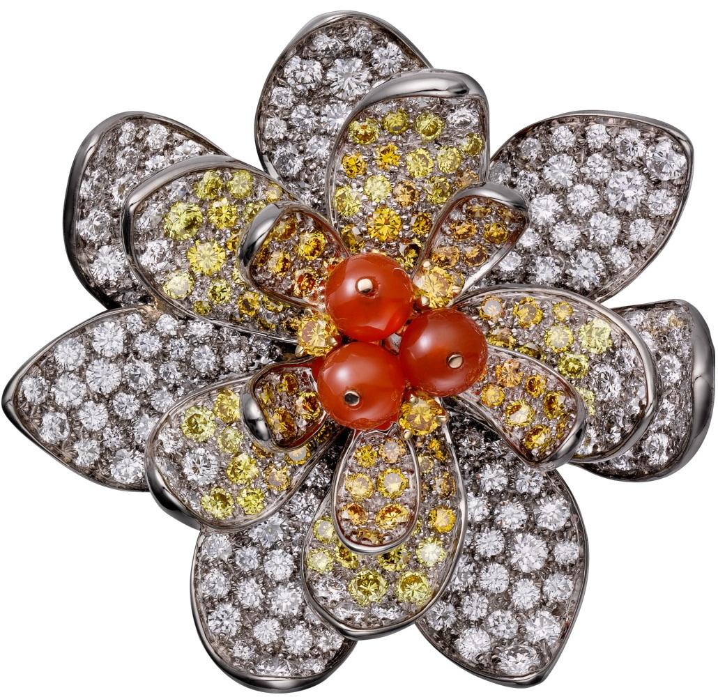 Брошь: агат, белое золото, сердолик, желтые бриллианты классической огранки, бриллианты классической огранки.