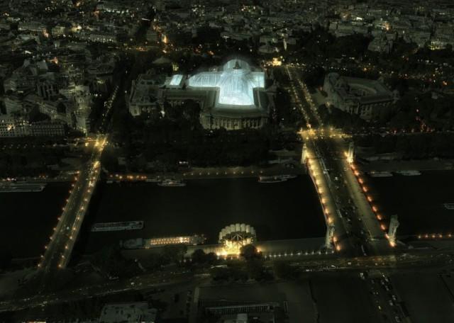 Отель-колесо обозрения в Париже