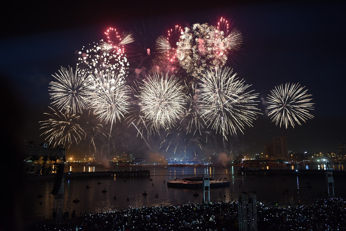 Dubai Shopping Festival_ fireworks